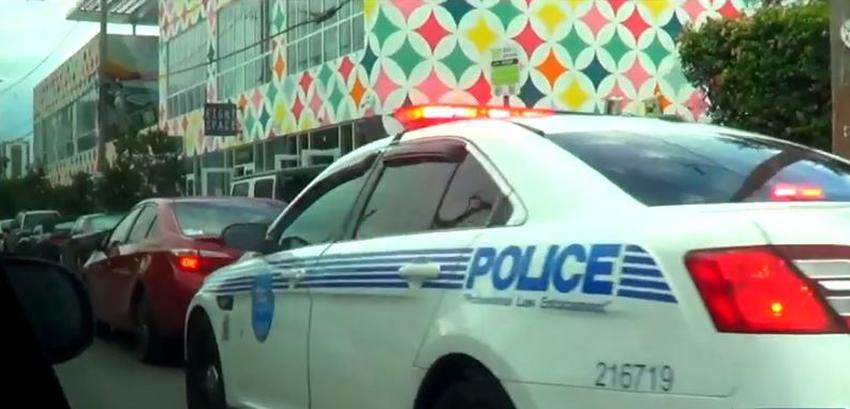 Policía de tránsito en Miami centra su atención en conductores de Uber y Lyft; advierten no bloquear el tráfico cuando recogen o dejan pasajeros