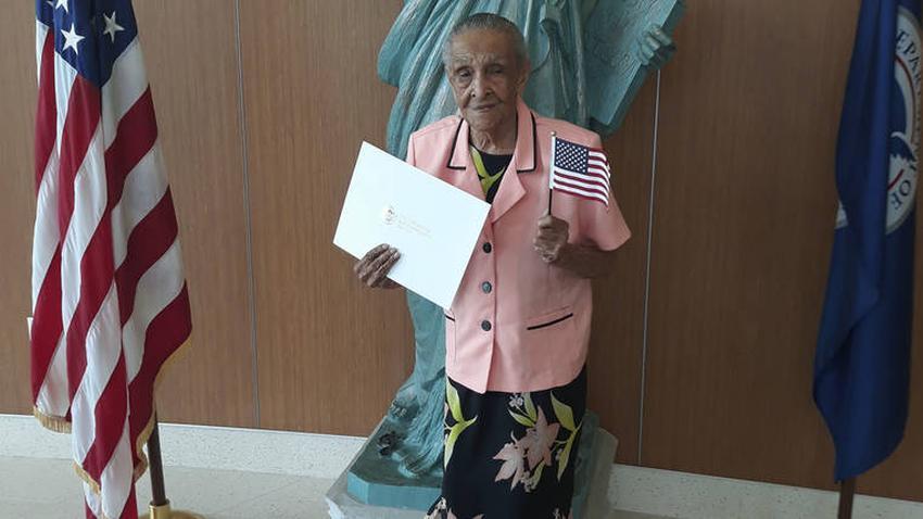 Mujer en Miami se convierte en ciudadana de Estados Unidos a sus 103 años
