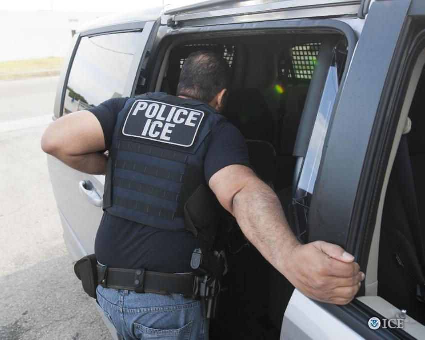 Redadas masivas contra inmigrantes con procesos de deportación empezarán este domingo