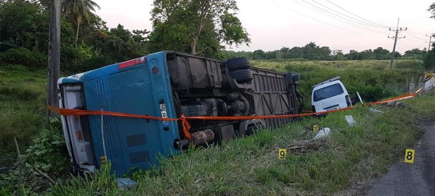 Accidente en la carretera central Bauta deja un fallecido y 47 lesionados, dos en estado grave