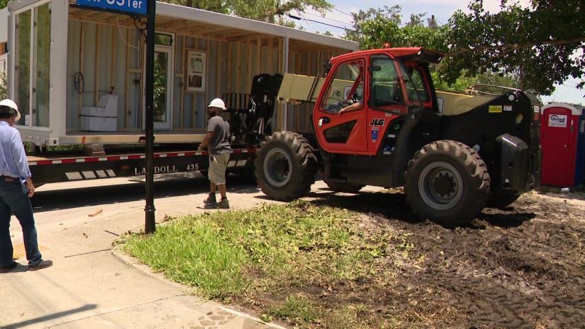 Llega a Miami la primera casa-contenedor a prueba de huracanes