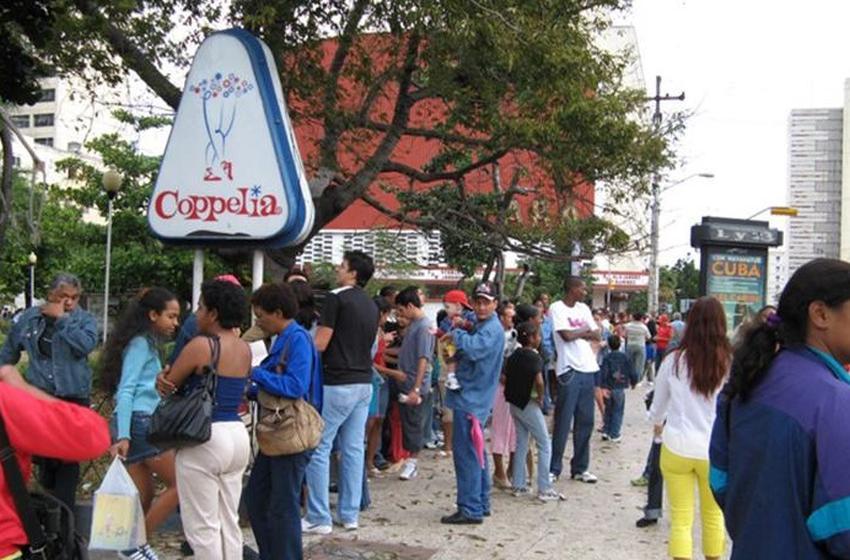 El Coppelia reabre sus puertas y estrena salón en pesos convertibles