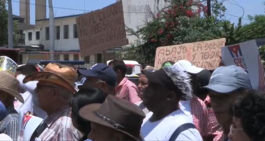 Cubanos en Cuba dedicados al turismo, protestan en La Habana por el fin de la llegada de cruceros de Estados Unidos