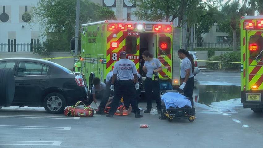 Un hombre murió apuñalado y otro resultó herido afuera de una licorera en Aventura