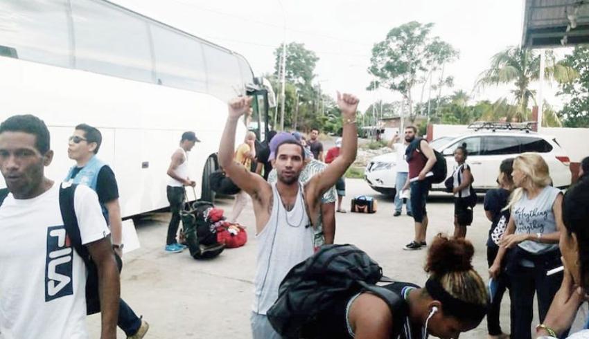 Liberan a más de un centenar de cubanos de la Estación Migratoria Siglo XXI, en Tapachula