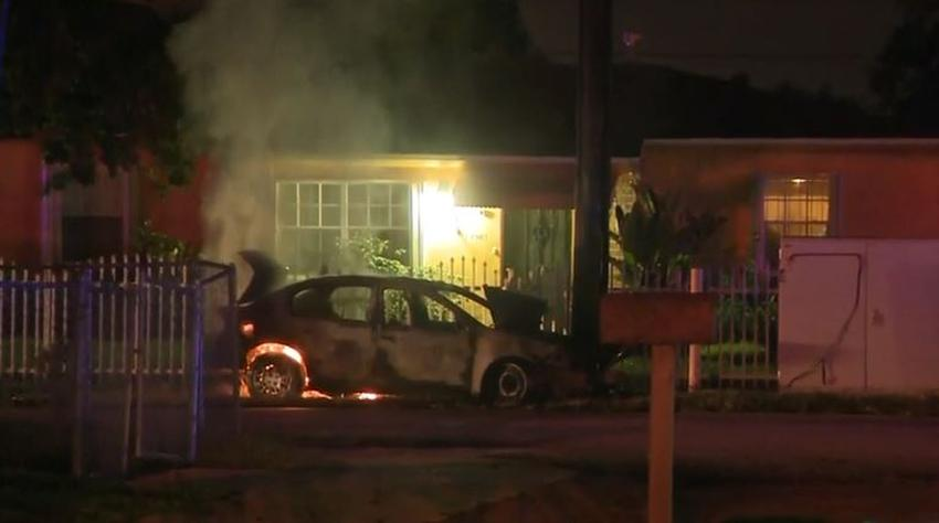 Autoridades investigan el incendio de un vehículo afuera de una vivienda en el noroeste de Miami