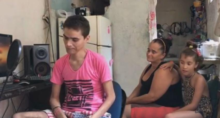 Muy triste: Joven cubano con cáncer de colon en etapa avanzada vive en pésimas condiciones en La Habana y necesita ayuda