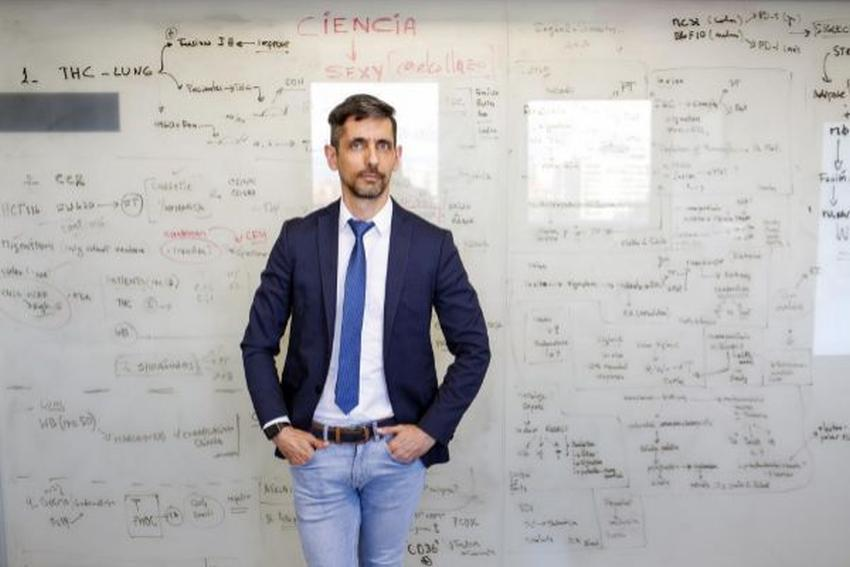 Científico cubano se vuelve a colocar entre las 50 personalidades más influyentes de la comunidad LGBTI en España