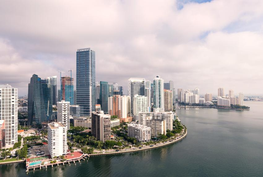 """Amanece con mucho frio en Miami; autoridades emitirán alerta de """"tiempo helado"""" para la noche"""