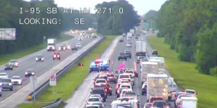 Un rayo mata a un motociclista en la I-95 tras golpearlo en el casco provocando un accidente