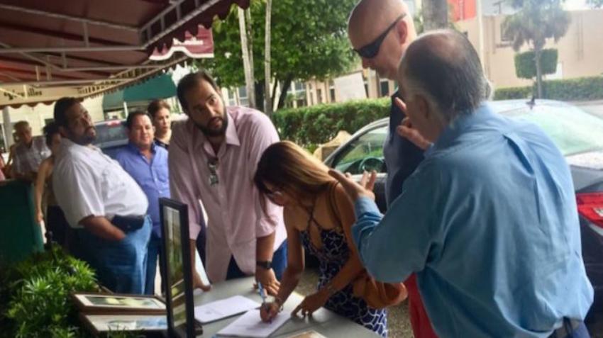 Organizadores de la campaña para enjuiciar a Raúl Castro se dieron cita en Miami para recogida de firmas