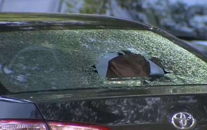 Conductor de Uber queda atrapado en una balacera entre otros dos vehículos en un vecindario de North Miami