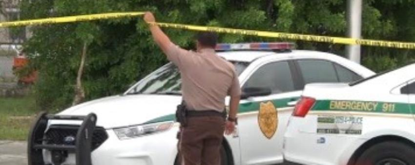 Policía encuentra tres personas muertas en una vivienda en el suroeste de Miami