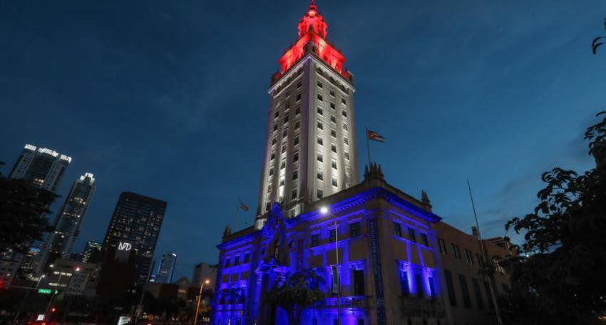 Este 4 de julio la Torre de la Libertad en Miami se iluminará con los colores de la bandera