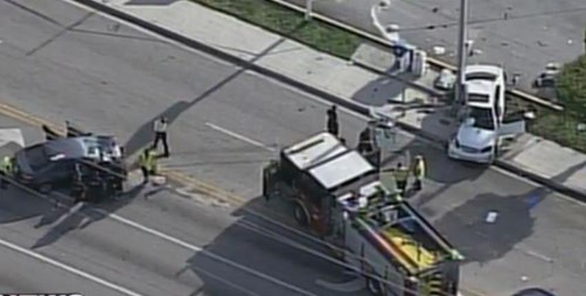 Dos autos chocan de frente en Hialeah, una persona muere y tres resultan heridas