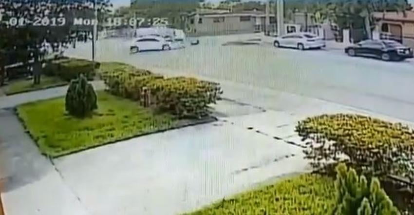 Una mujer murió y un hombre resultó herido en un accidente en Hialeah por un conductor que aparentemente ignoró una señal de Pare