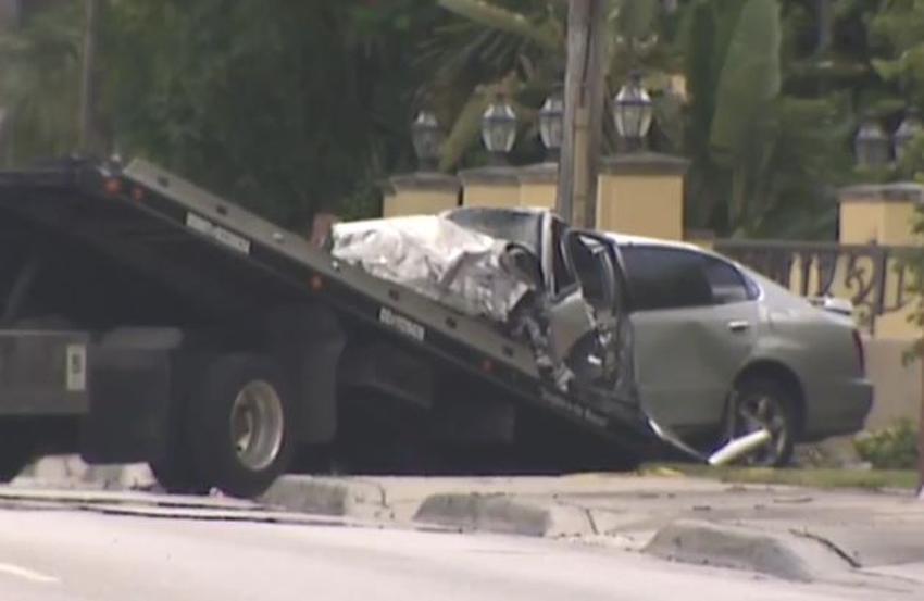 Una persona muere al estrellarse un auto contra una casa en el suroeste de Miami