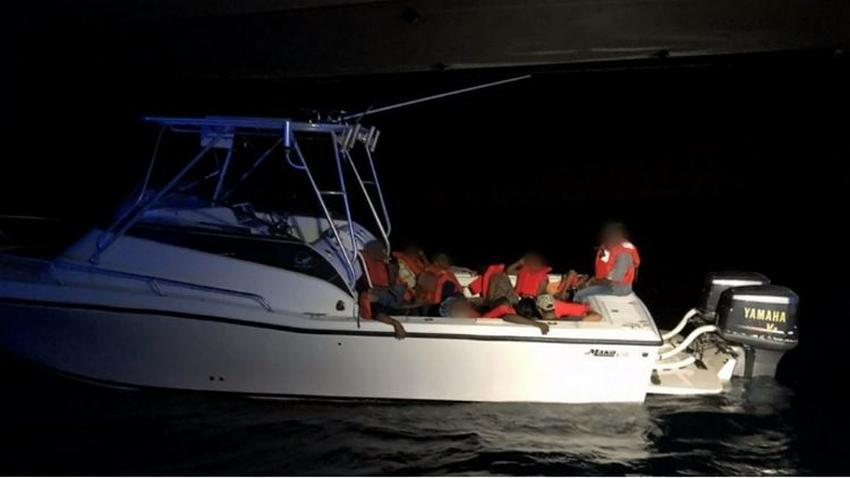 Guardia Costera intercepta un barco en el mar con migrantes haitianos, entre ellos 5 niños