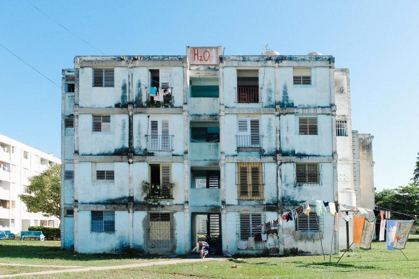 Cubano se lanza de un quinto piso en Villa Clara para suicidarse