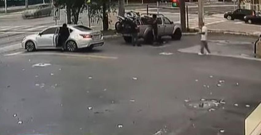 Un hombre abre fuego contra dos ladrones que intentaban llevarse su camioneta en una gasolinera de Miami