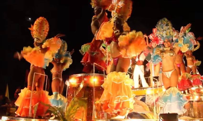 Venta de bebidas alcohólicas durante carnavales en Santiago de Cuba varias peleas con puñaladas incluidas