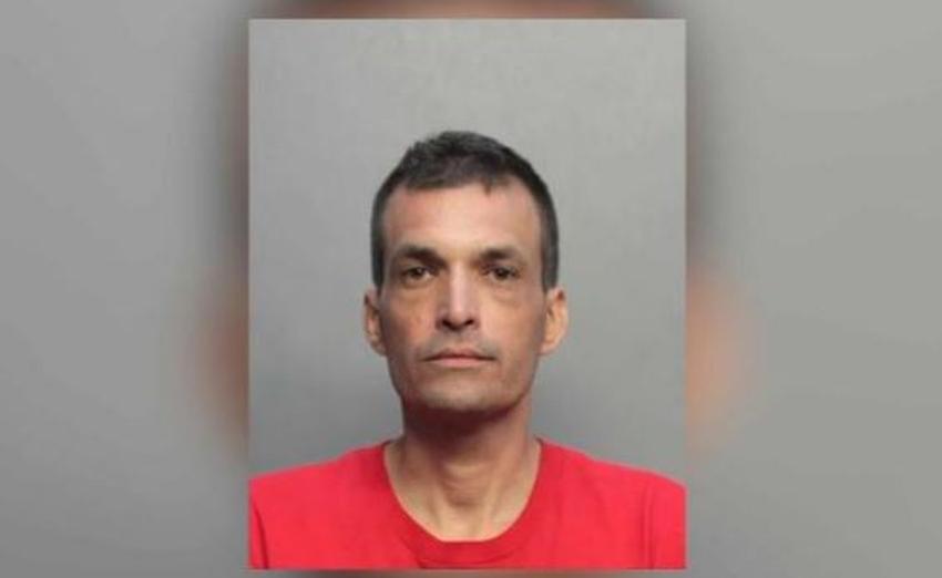 Un cubano de Hialeah es arrestado por agredir a un anciano con una piedra