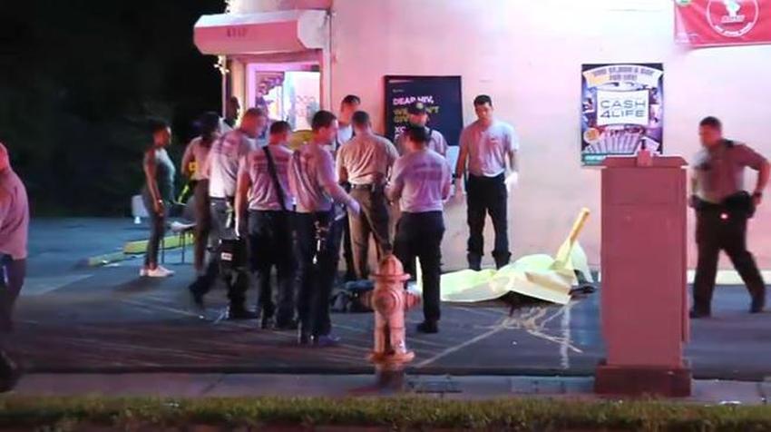 Encuentran a un hombre asesinado a tiros afuera de un mercado en el noroeste de Miami