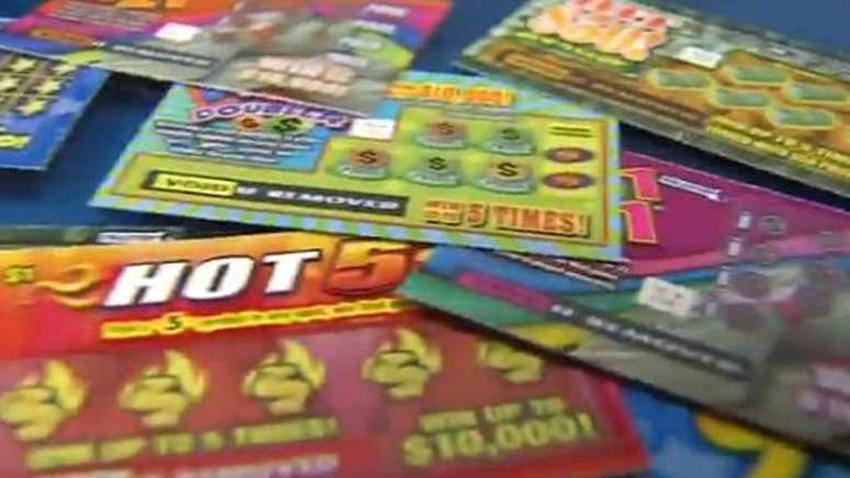 Hombre de la Florida se gana más de 2 millones con un raspadito de $5 dólares