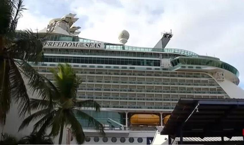 Una niña de un año muere al caer de una ventana de un decimoprimer piso en un crucero de Royal Caribbean