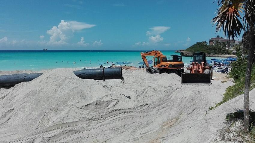 Inician en la playa de Varadero el mayor vertimiento de arena reportado al día de hoy