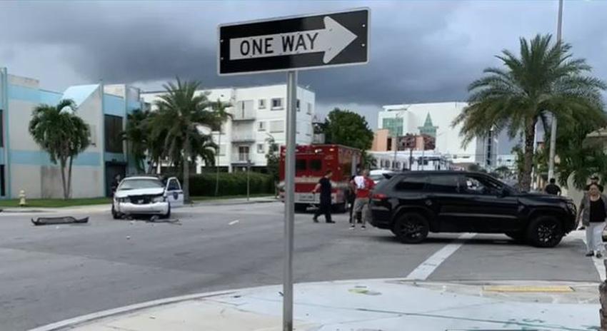 Una  patrulla de la policía de Miami y otro vehículo chocan en la Pequeña Habana