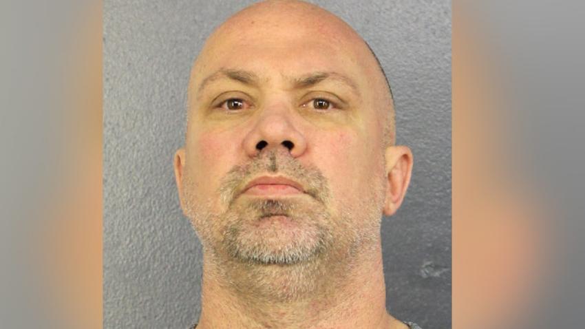 Hombre de Miami acusado de acoso con agravantes, tras enviar 10.000 mensajes de texto a una mujer
