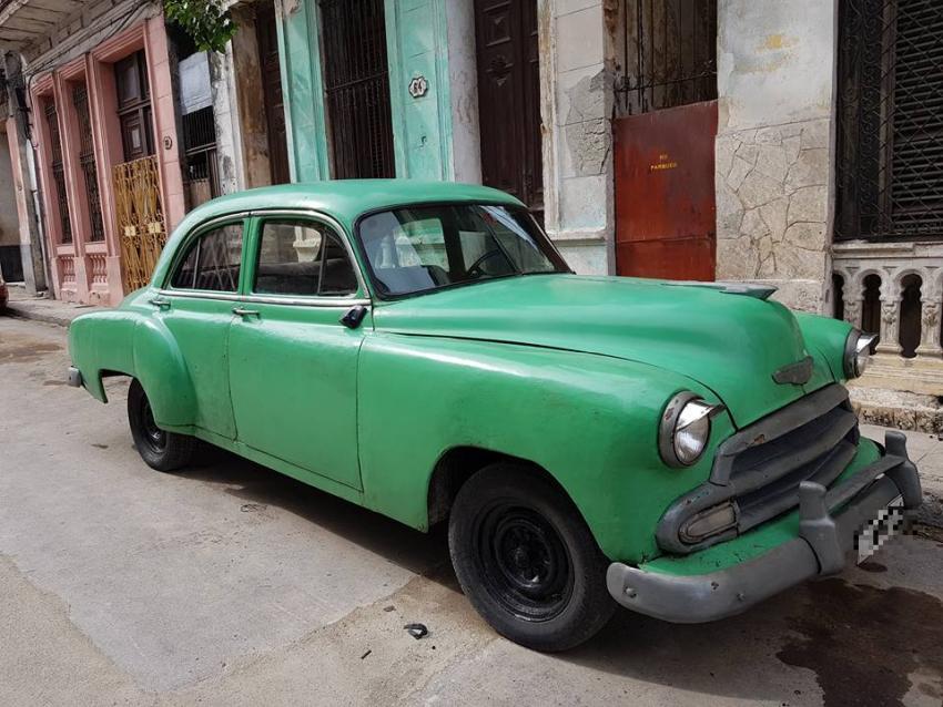 """La Real Academia Española de la Lengua reconoce la palabra """"almendrón"""" y el uso que se le da en Cuba"""