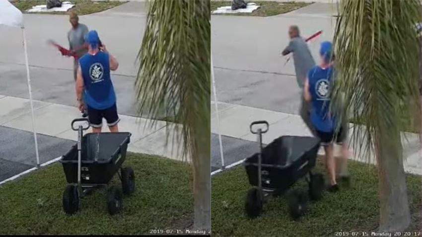 Un hombre saca una espada para pelearse por un carro de carga que habían dejado abandonado en un basurero