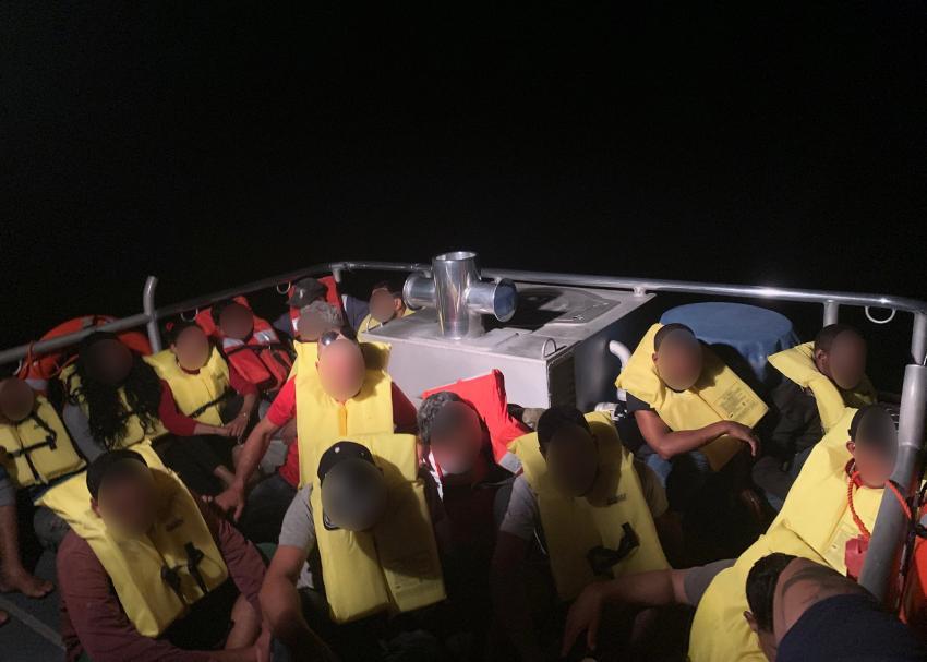 Guardia Costera de Estados Unidos intercepta a 27 balseros cubanos cerca de los Cayos de la Florida