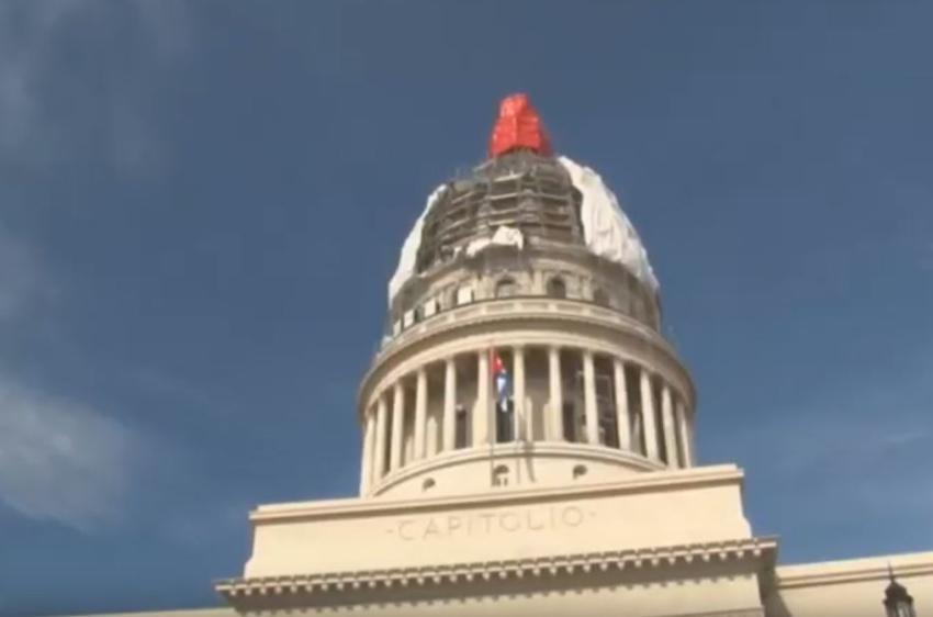 Develada la cúpula revestida en oro del Capitolio de La Habana
