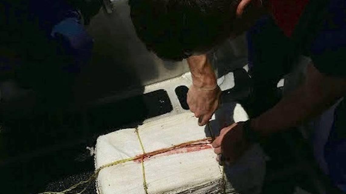 Guardia Costera de los Estados Unidos encuentra seis paquetes de cocaína valorados en $3.8 millones de dólares