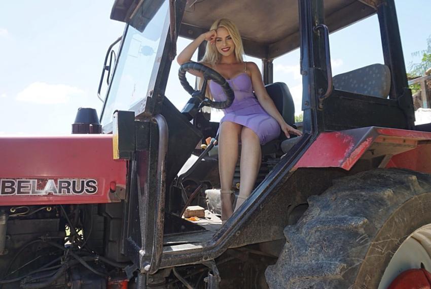 """Modelo y cantante cubana Haniset Rodriguez posa en un tractor en Cuba y envía mensaje a los que la critican: """"Para todos esos que dicen que fui a especular a Cuba"""""""