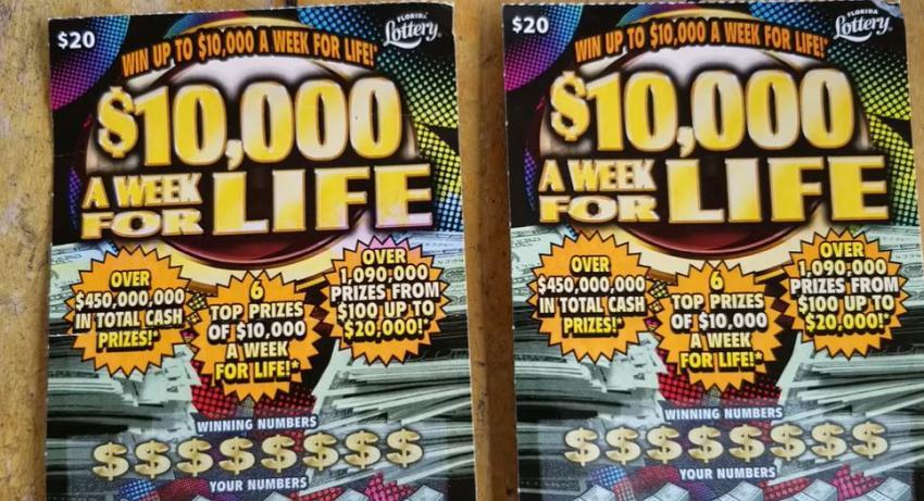 Hombre de Florida gana $10,000 dólares a la semana con un ticket de raspadito