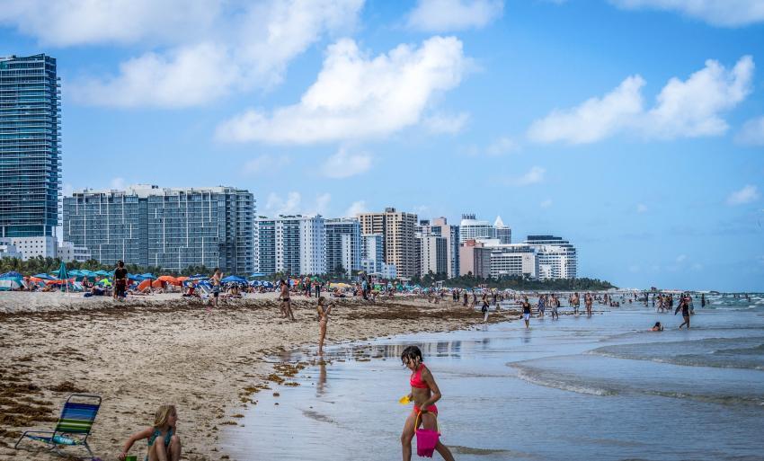 Autoridades de salud levantan la prohibición de no nadar en las playas de Miami