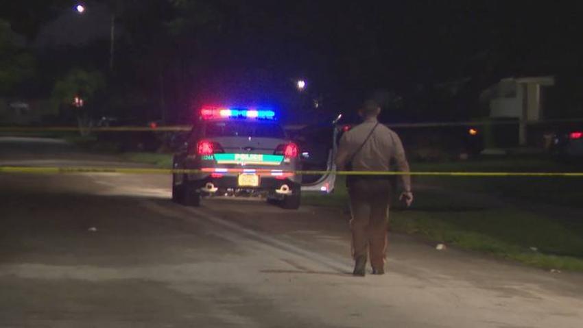 Policía de Miami investiga tiroteo en la 94 Court del suroeste