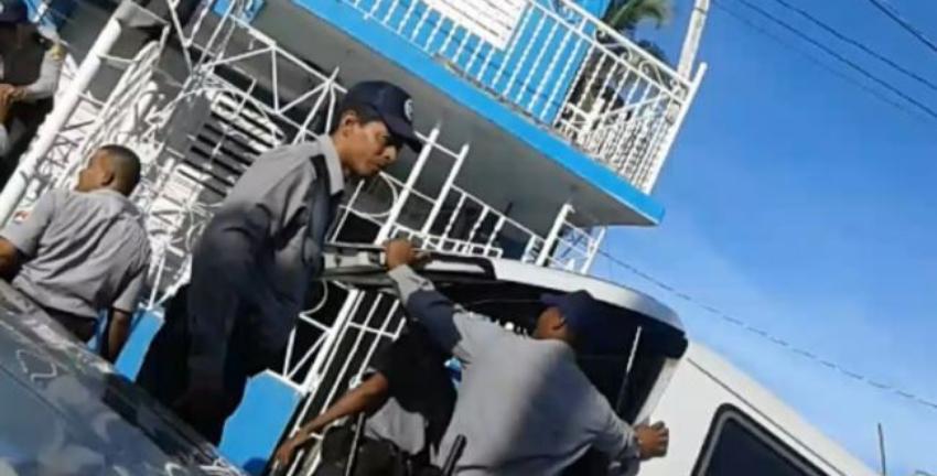 Fuerzas represivas asaltaron la sede de la UNPACU, arrestaron a activistas y decomisaron desde computadoras hasta medicinas