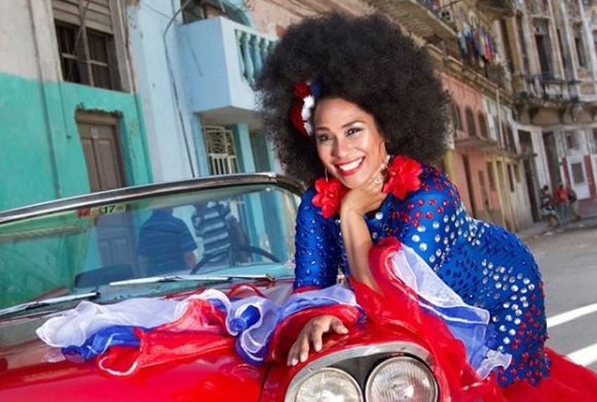 """Aymée Nuviola defiende a los artistas cubanos de Miami que viajan y actúan en Cuba: """"Hay personas a quienes les cuesta aceptar que no necesariamente porque viajes a Cuba quiere decir que estás apoyando un régimen"""""""
