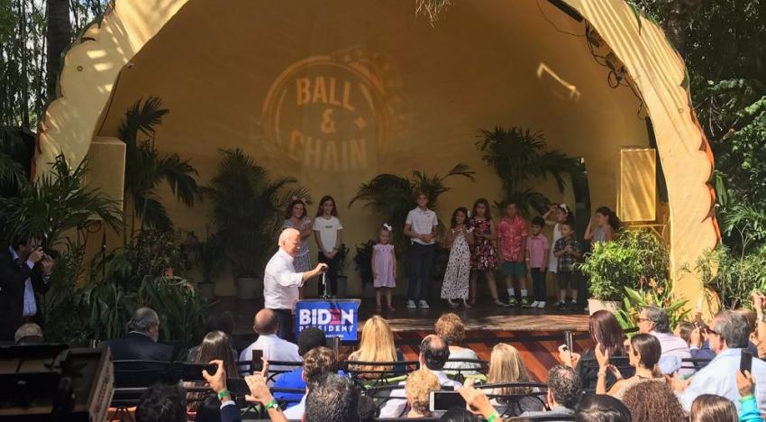 Candidato demócrata a la presidencia, Joe Biden, hace parada en popular restaurante cubano en la Pequeña Habana