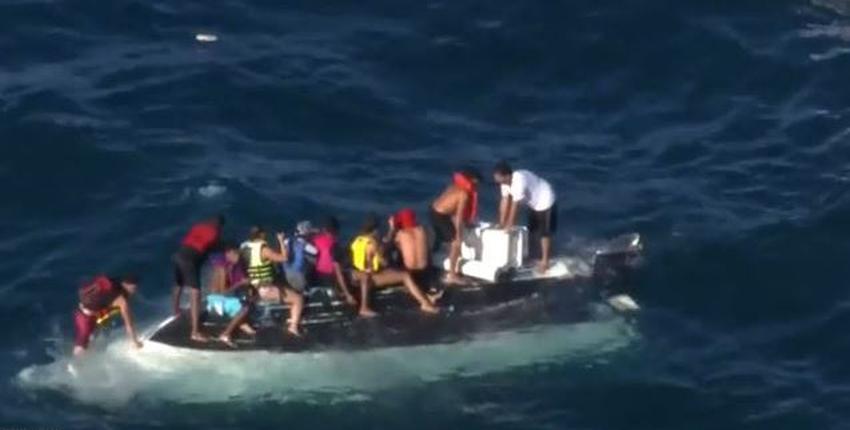 Rescatan a 10 personas luego que su bote se virara en una playa de Miami Dade