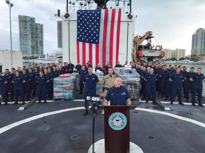 Guardia Costera descarga más de 12,000 libras de cocaína en Miami Beach