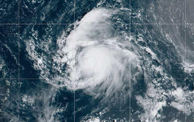 Jerry se convierte en huracán categoría 1 mientras se acerca al Caribe