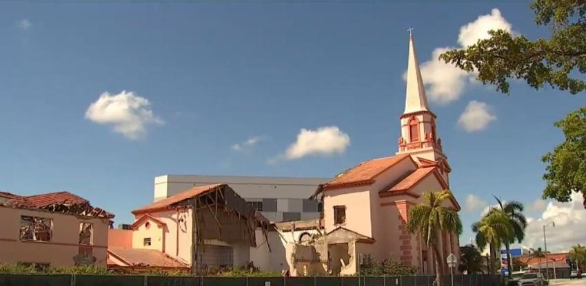 Comienzan derrumbe de una iglesia de 75 años en la  Pequeña Habana para construir un complejo de apartamentos