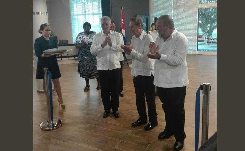 En medio de la crisis Díaz-Canel inaugura un hotel Meliá en Varadero