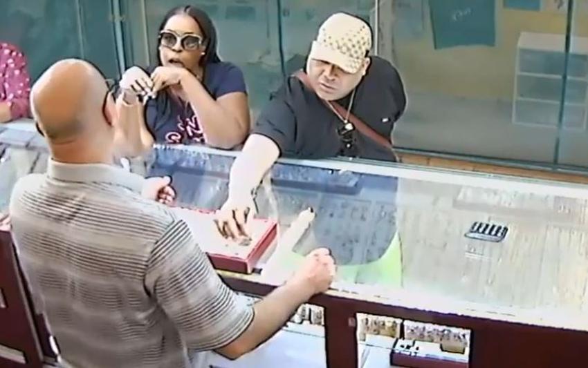 Policía busca a tres ladrones que robaron una joyería en el Sur de la Florida